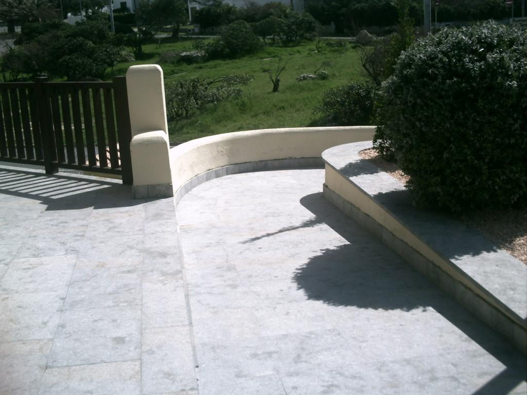 rampe accés handicapé entrée reception