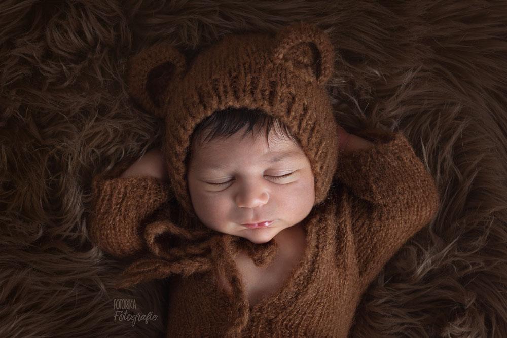 Baby, Babyfotograf, Babyfoto, Babyshooting, Neugeborenenfoto, Newbornphoto, Babyfotografbuchholz, Babyfotografrosengarten, Newbornprops, Bärchenmütze, fotorika