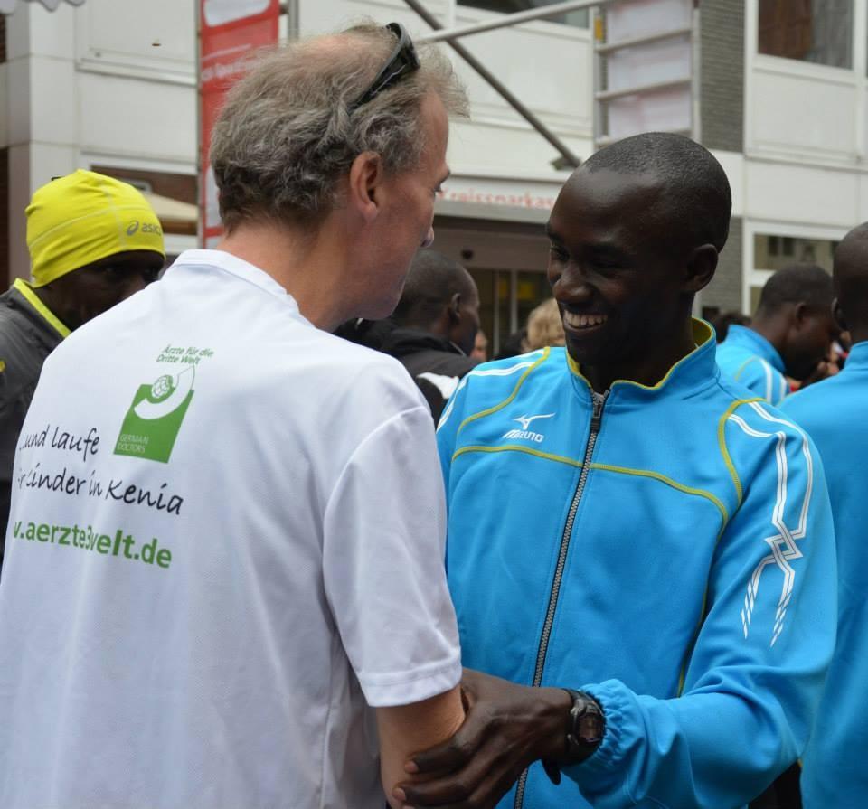 mit meinem freund edwin kibowen aus kenia beim otterndorfer küstenmarathon 2013