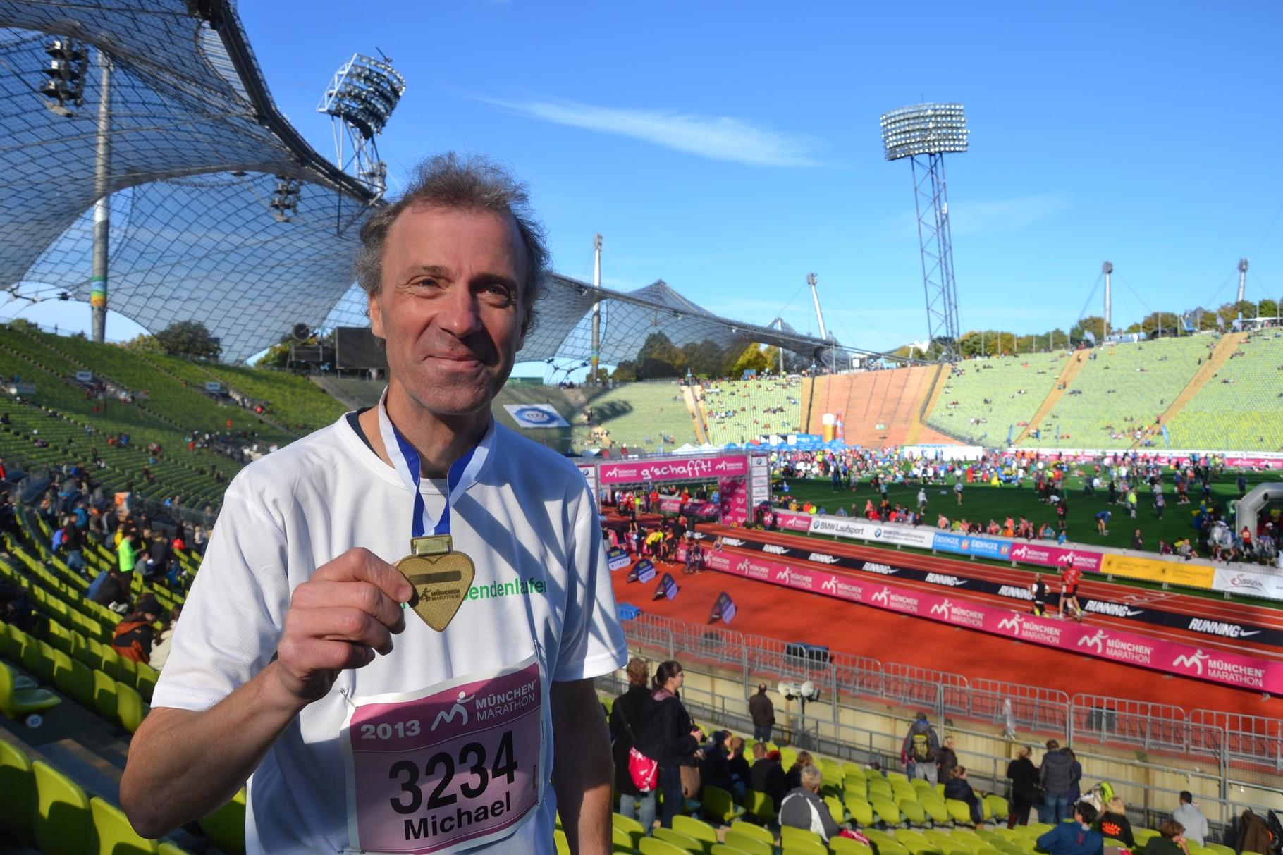 stolz nach dem ersten marathon in münchen 2013 (3:45:42)