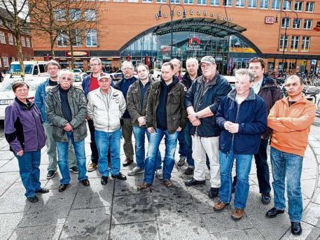 Koncas und seine Kollegen versammeln sich zum Protest  Foto: Marcus Posthumus