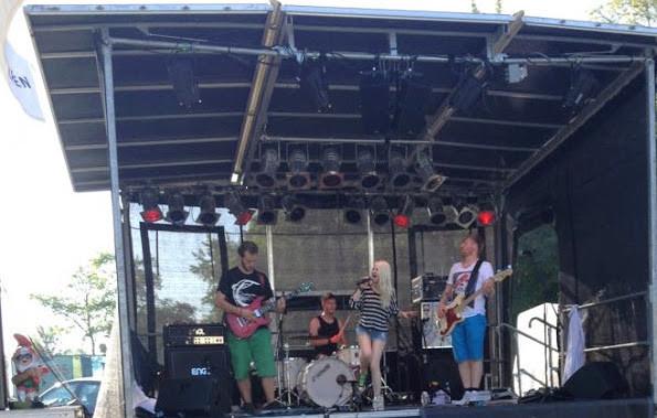 Bandfoto von Mila Masu: Leo, Till, Mila und A.K. / Live in Garching
