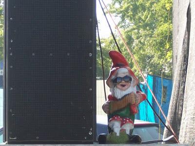 Bild von einem Gartenzwerg auf dem GARNIX Festival in Garching