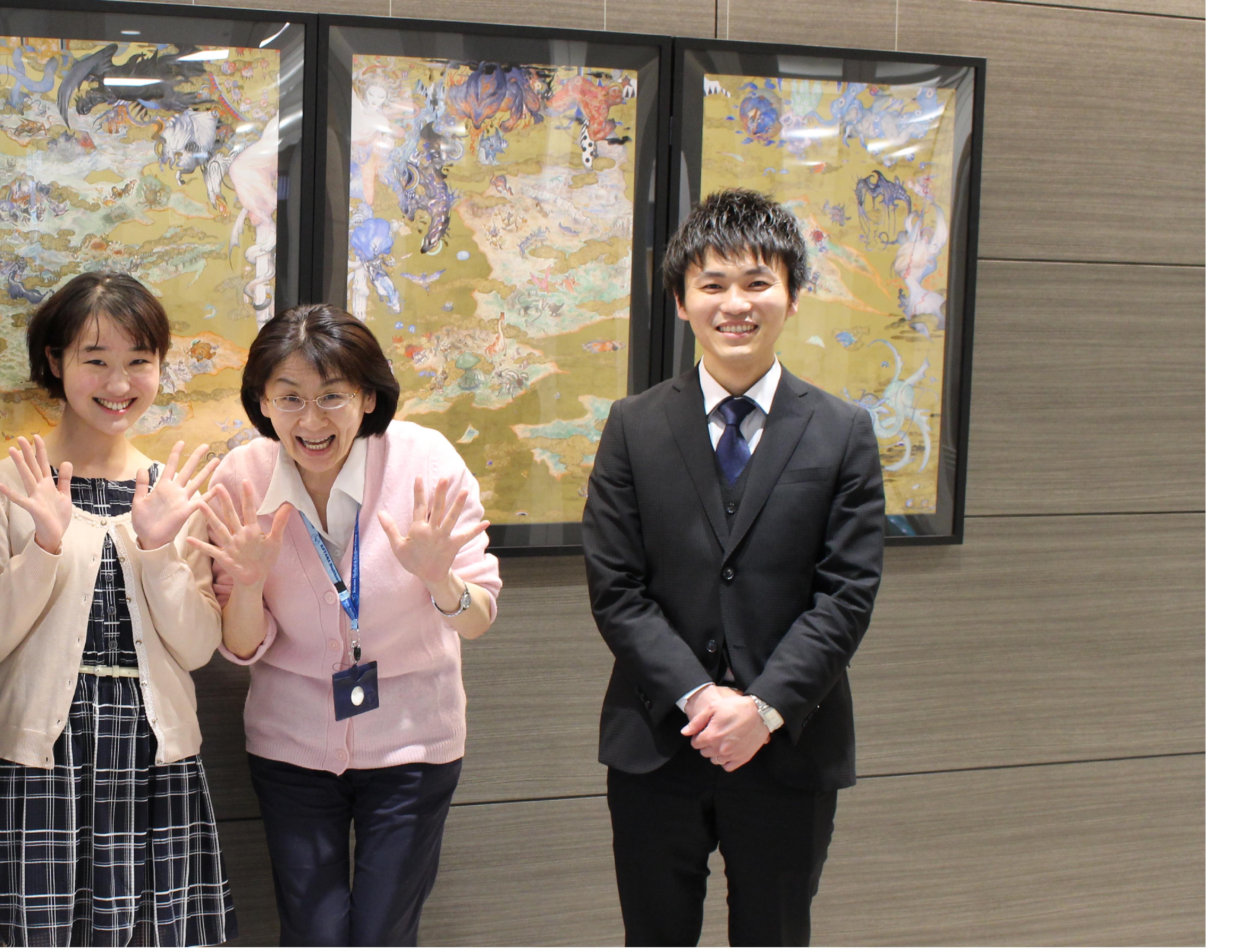 (中央が高口光子さん。宮下さん(左)はケアカレの卒業生。高口さんの介護にかける情熱に、宮下さんはあっという間に心を奪われ、入職を決意されたそうです。右は採用担当の岡林さん)