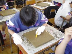 金津中学校同窓会の希望の瓦記念事業です