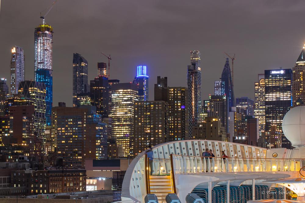 Manhattan bei Nacht, New York, USA
