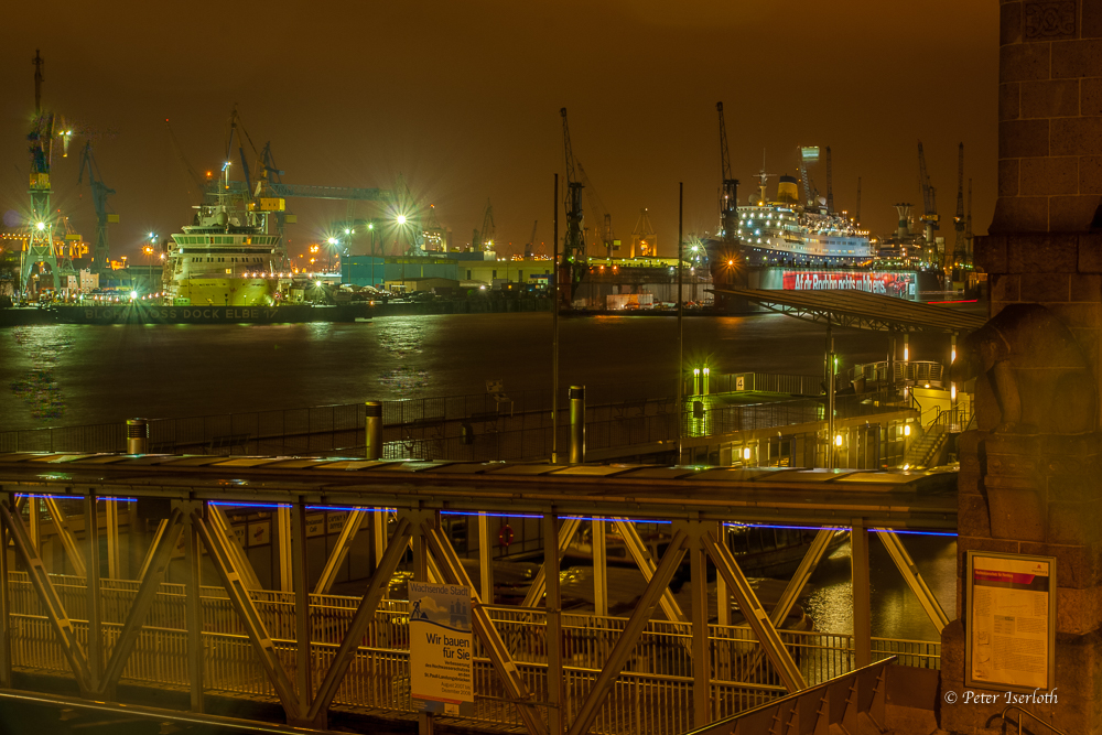 Landungsbrücken / Blohm & Voss, Hamburg, Deutschland