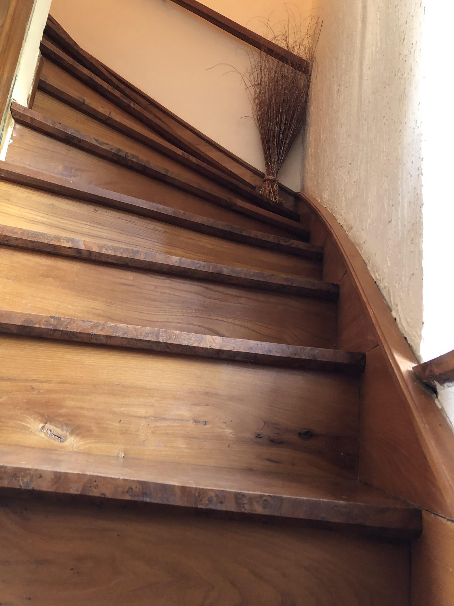 Les escaliers menant à la chambre du Pigeonnier