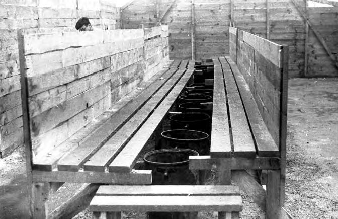 Una zona de letrinas en el campo (1939). Agustí Centelles