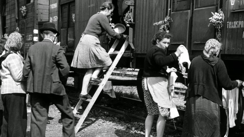 Alemanes étnicos siendo expulsados por la fuerza hacia Alemania. Región de los Sudetes de Checoslovaquia (1946)