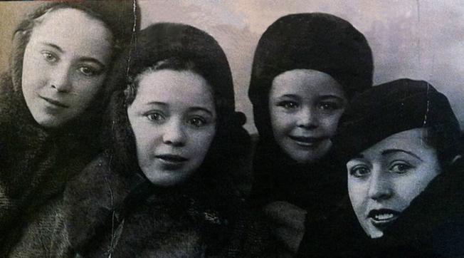 Las hermanas Ruiz, Conchita, Araceli, Angelines y Águeda. Rusia, 1938