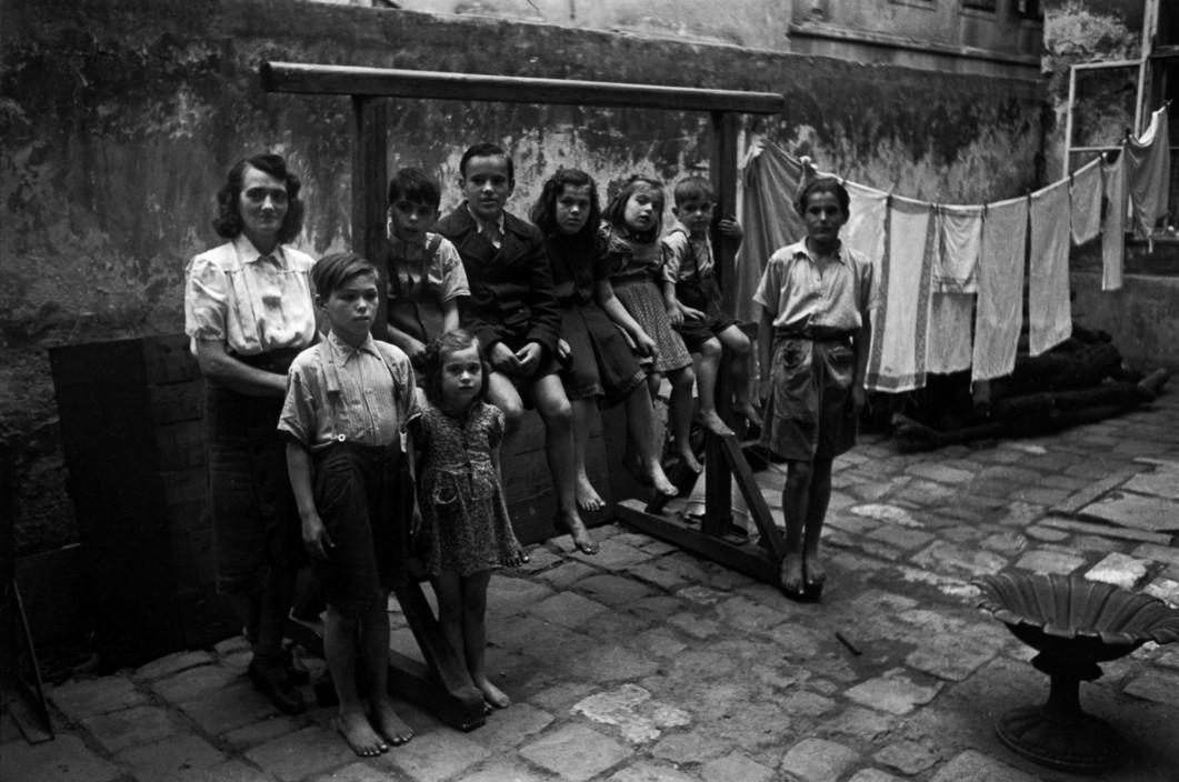 Madre con sus hijos. Viena (1948). David Seymour/Magnum Photos