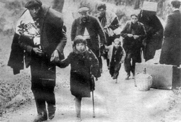 Familia cruzando la frontera con Francia (1939)
