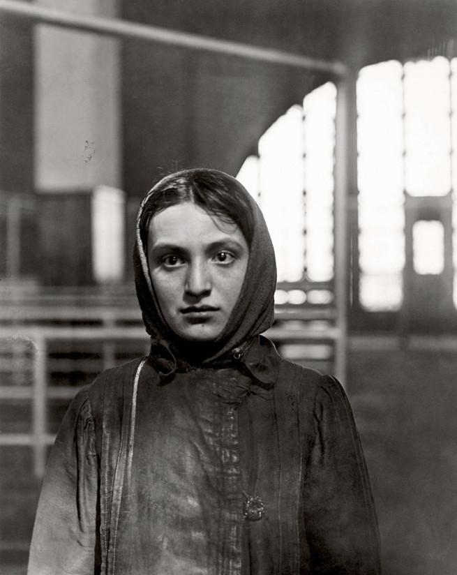 Russian Jew. Ellis Island (1905). L. Hine