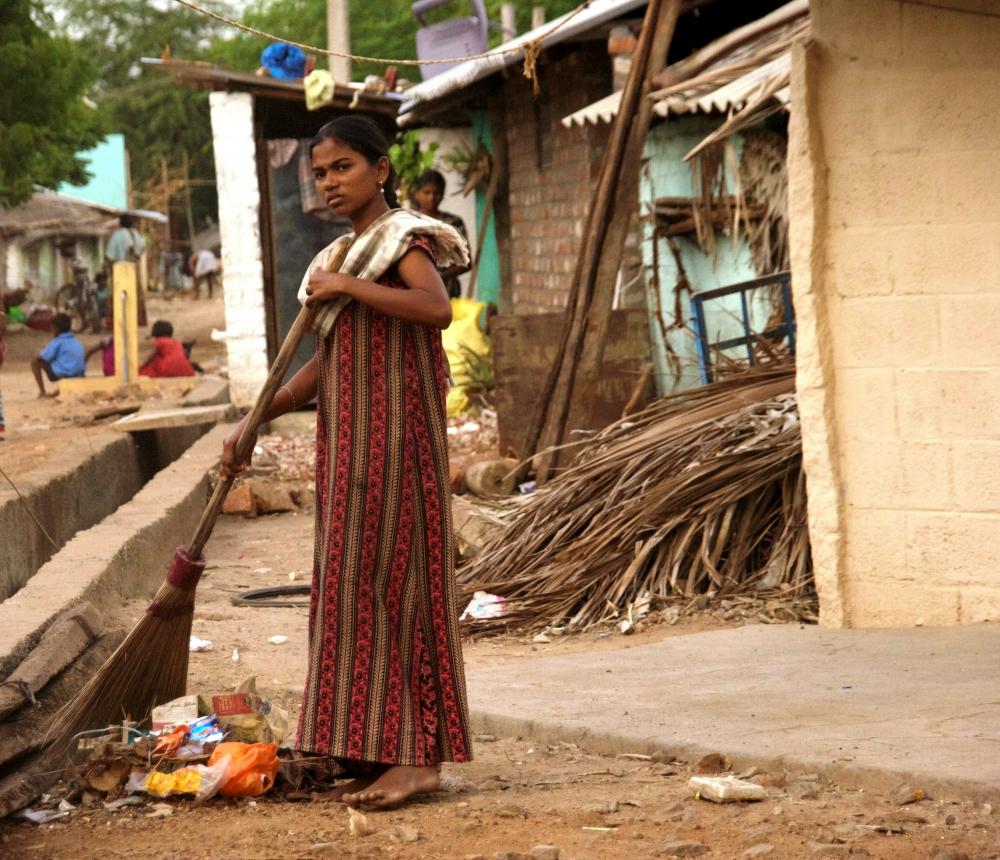 Niña Tamil fuera de su cabaña en el campo de refugiados en Tamil Nadu, sur de la India (2012). Amelia Shepherd-Smith/IRIN