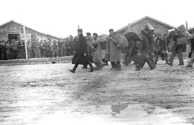 Entrada de exiliados republicanos en el campo (1939). Agustí Centelles