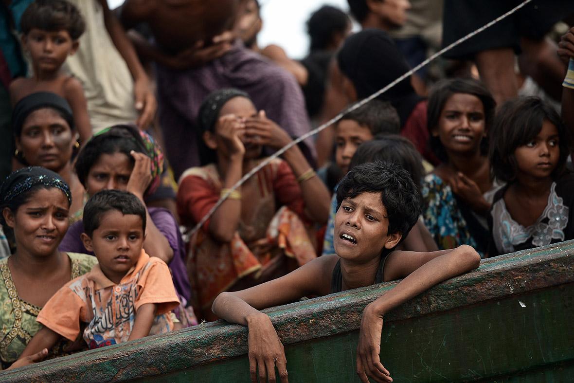 Embarcación con decenas de migrantes rohingya en aguas tailandesas (2015). Christophe Archambault/AFP