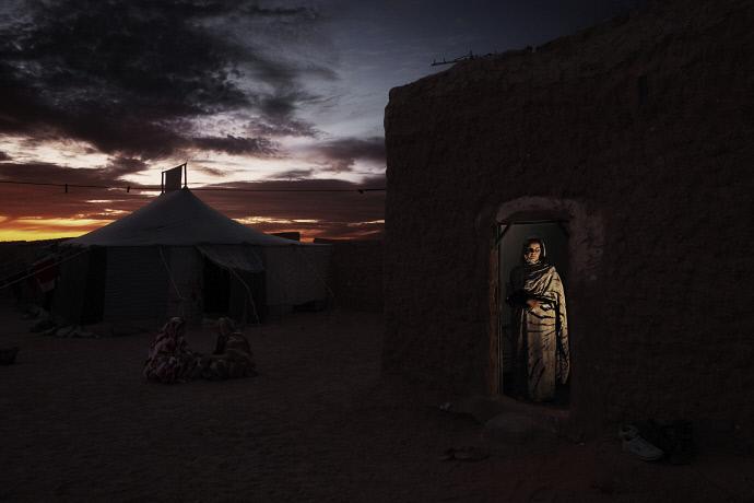 Ama Zrog en el campo de refugiados de El Aaiún, Argelia (2009). Andrew McConell/Médicos del Mundo