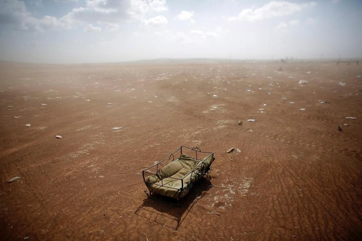 Una cuna dejada por los refugiados kurdos sirios en la frontera turco-siria cerca de Suruc (2014). Murad Sezer/Reuters