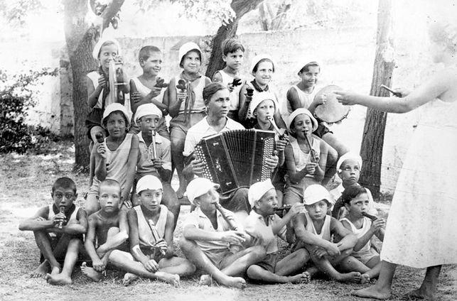 Orquesta formada por niños españoles refugiados en la Unión Soviética. AGE