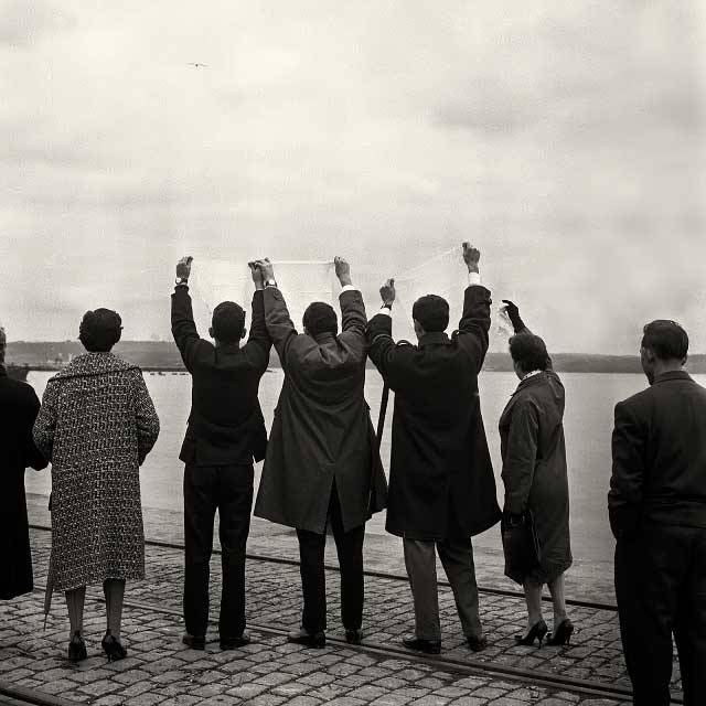 Despidiendo a familiares emigrantes (1957). Puerto de A Coruña