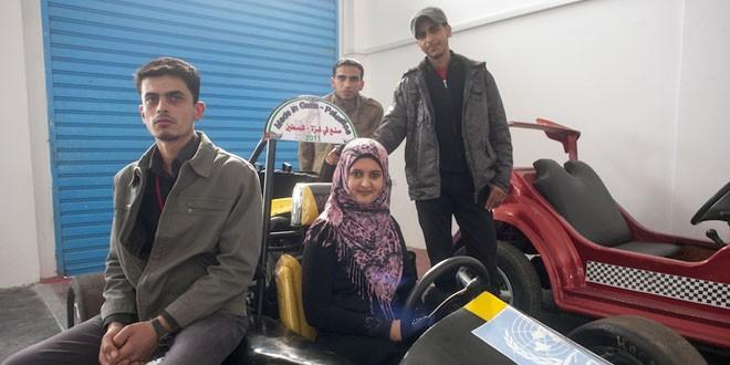 Darwish, Sama, Mohammed y Adam pasarán a la historia por haber fabricado el primer coche de fórmula 1 en Gaza. Gervasio Sánchez/UNRWA