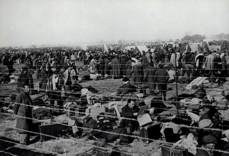 Campo de internamiento francés para exiliados españoles (1939). R. Capa