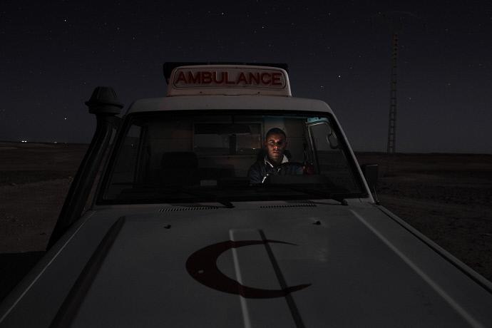 Mohamed Lamin Slot en el desierto cerca campo de refugiados de Rabuni, Argelia (2009). Andrew McConell/Médicos del Mundo
