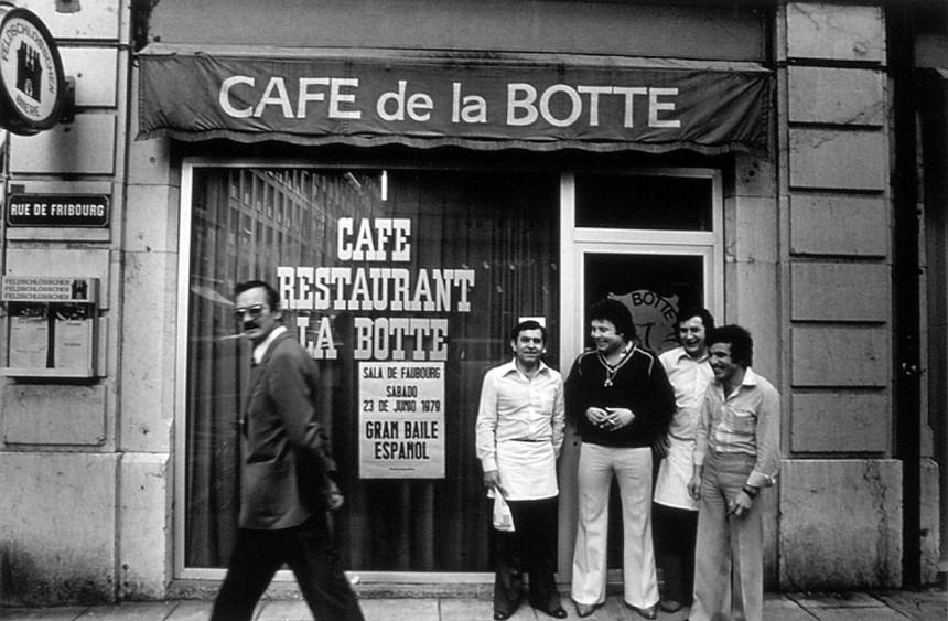 Elías Rodríguez en su establecimiento del café de la Botte. Ginebra (1978)