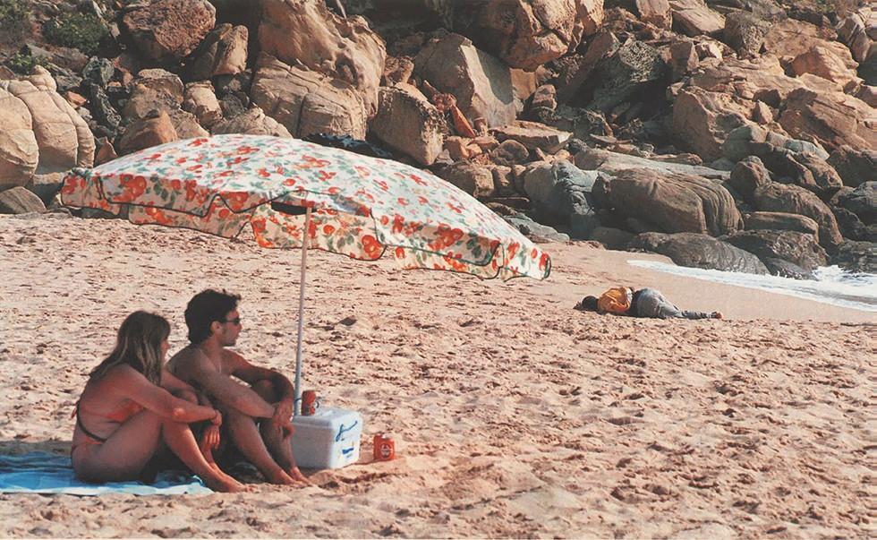 """""""Muerte a las puertas del paraíso"""". Playa de Tarifa (2000). Javier Bauluz"""