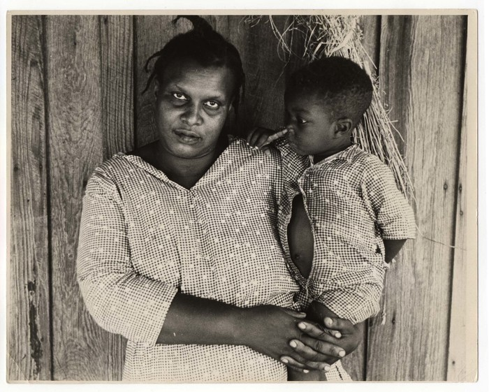 Rehabilitation Client, Mother and Child, Arkansas (1935). Ben Shahn