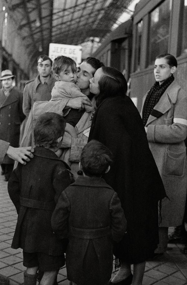 Despedida de emigrantes hacia la Alemania nazi. Madrid (1941). Hermes Pato