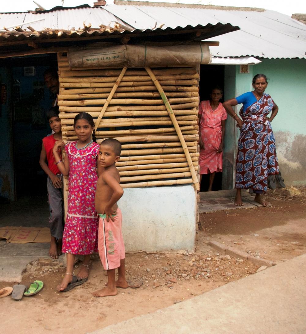 Grupo de refugiados tamiles en un campamento en Tamil Nadu, sur de la India (2012). Amelia Shepherd-Smith/IRIN