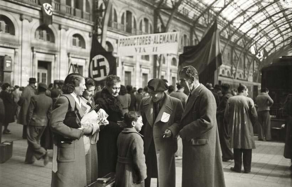 Primera expedición de seiscientos trabajadores barceloneses contratados por empresas alemanas para trabajar en el territorio del Reich. Estación de Francia (1941). Josep Brangulí/ANC