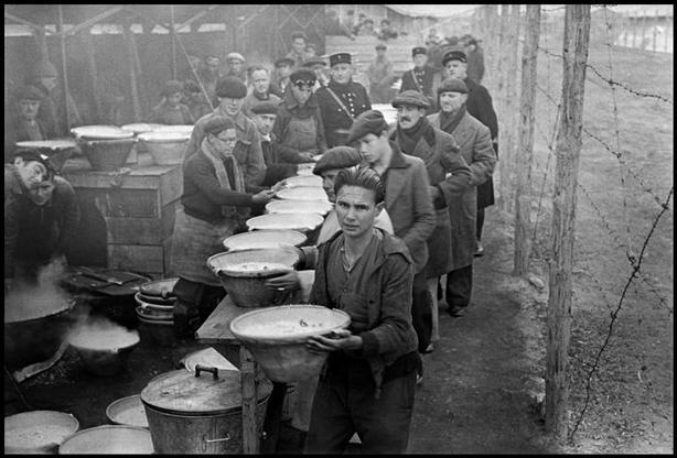 Campo de internamiento francés de Bram (1939). R. Capa