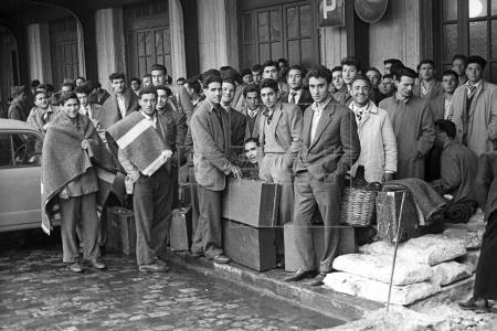 Salida del primer contingente de trabajadores españoles hacia Bélgica. Madrid (1957). Manuel Iglesias/EFE