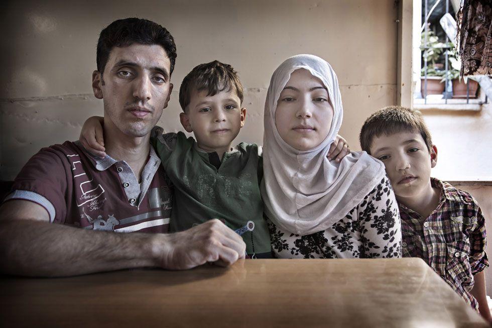 Fatima y Bilal son una joven pareja Siria de Alepo. Espera con incertidumbre el futuro en Estambul (2015). Susana Girón/El País