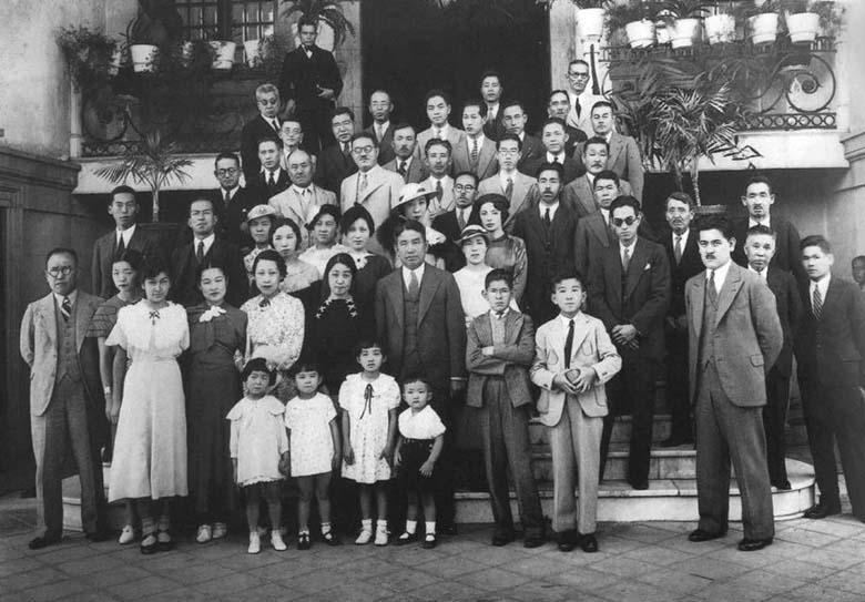 Grupo de habitantes japoneses de la Roma, Ciudad de México (1940)