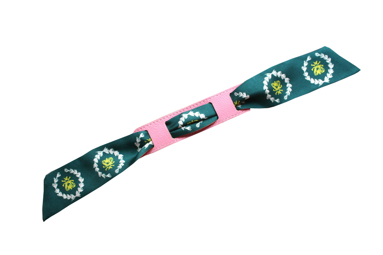 avec le bracelet rose/marine
