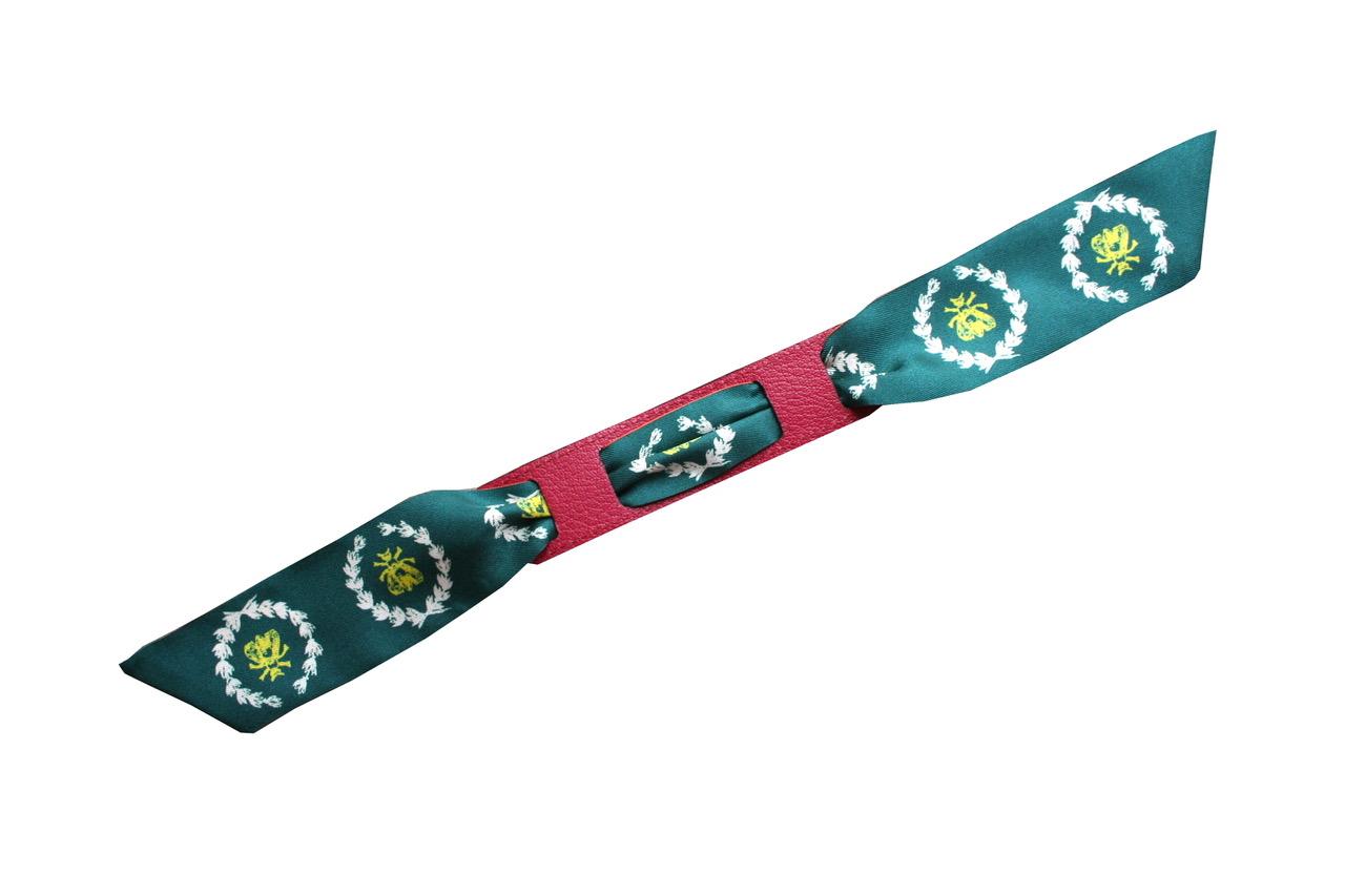 avec le bracelet beige/fushia