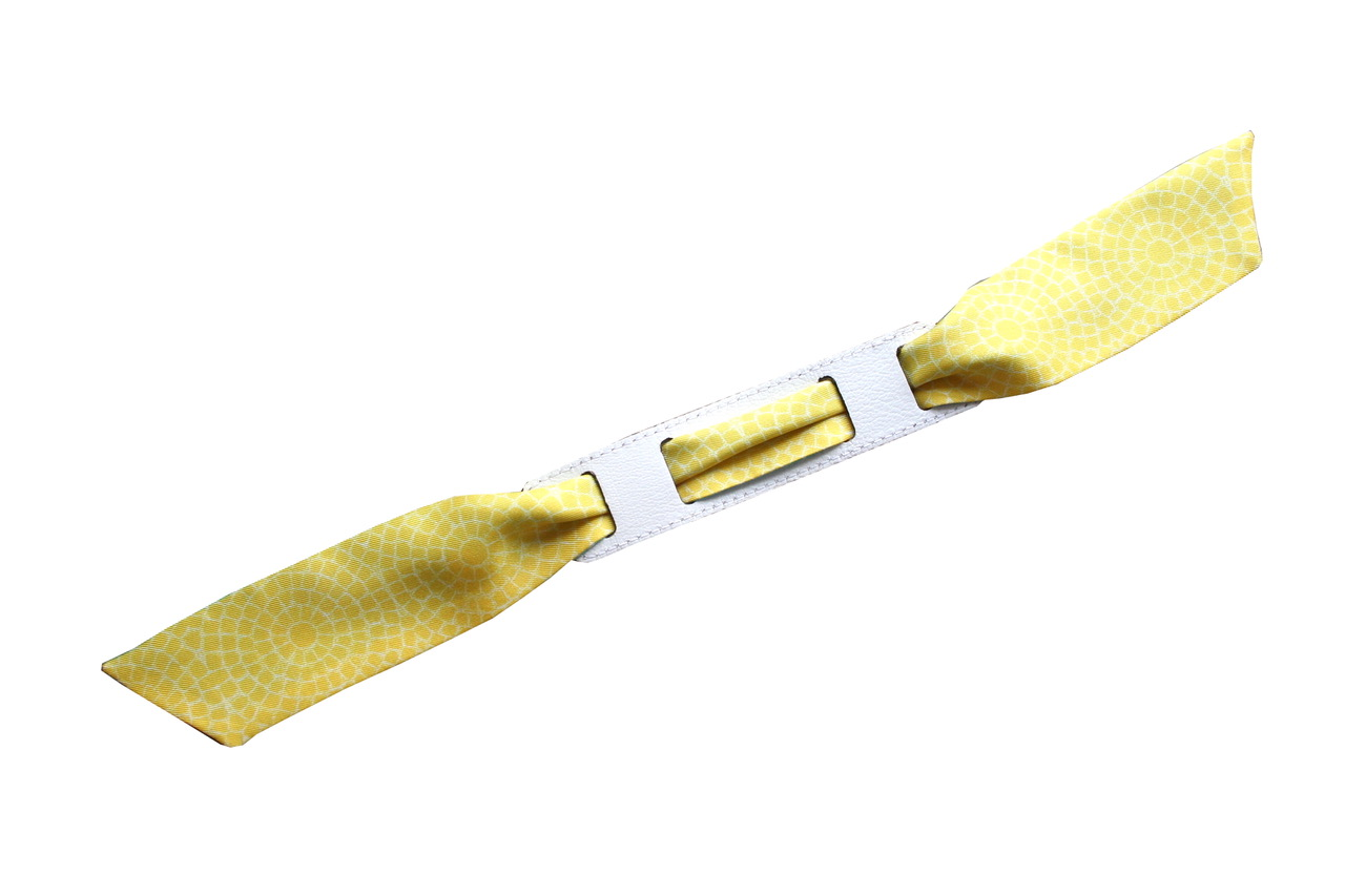 avec le bracelet blanc/dalhia