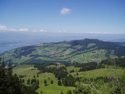 Ausblick auf das Dorf Schwanden.
