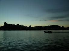 Baia da Guanabara. Aos pés do Pão de Açucar na URCA(bairro)