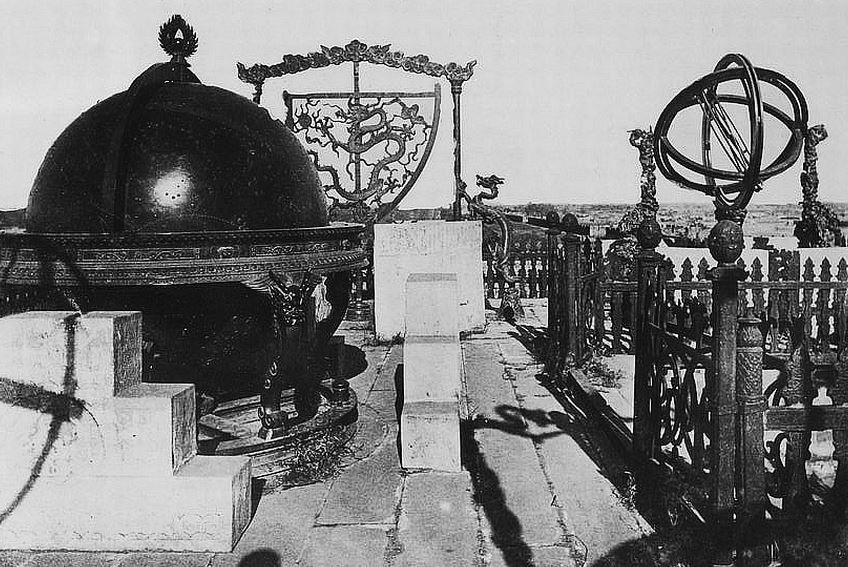 417. — Pékin, Observatoire. Emplacement de trois instruments sur la muraille de la ville tartare.