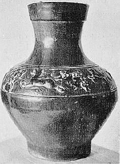 Vase à décor en relief, émail vert. Époque des Han. Marie-Juliette Ballot. Petite histoire de la porcelaine de Chine.