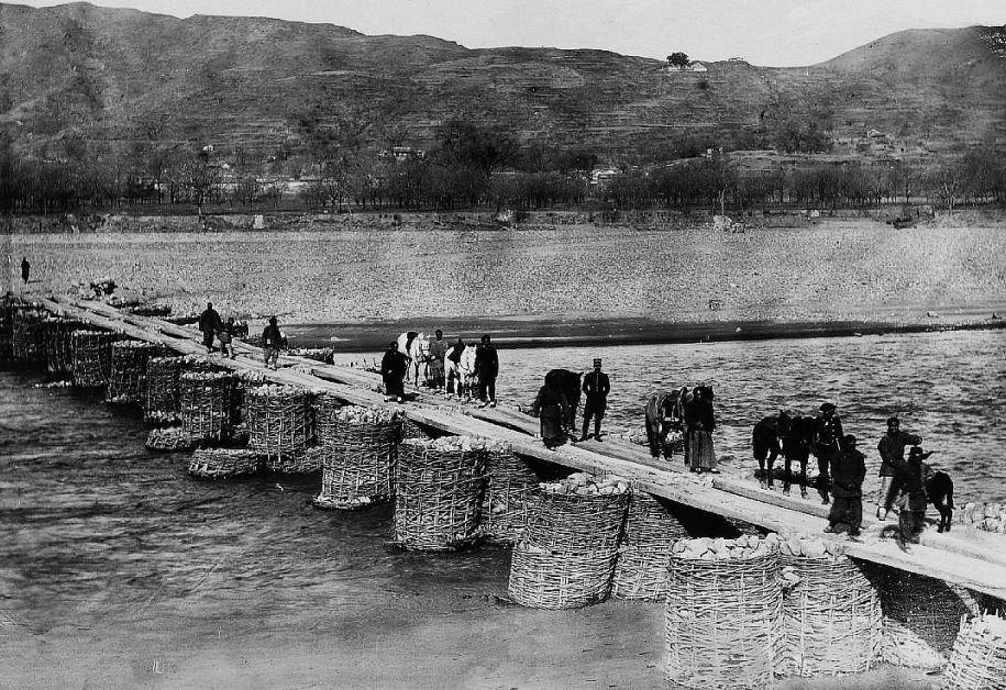 200. — Environs de Pékin. Pont en gabions sur le Houn-ho, près de Loung-men-sen, à l'ouest de Pékin.