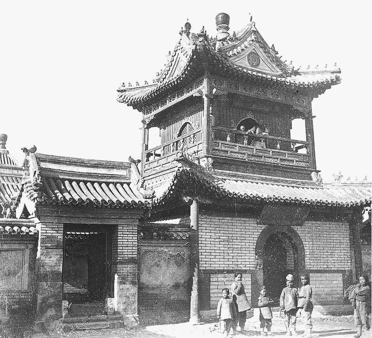 149. — Environs de Pékin. Temple à Tong-cheou, extrémité du canal venant de Pékin.