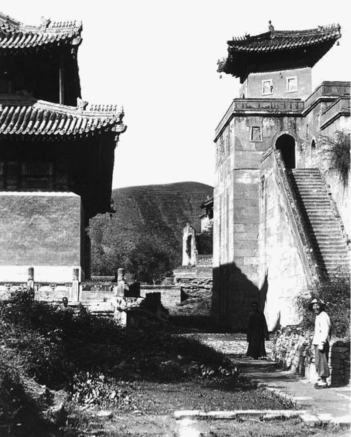 138. — Intérieur d'un temple de lamas.