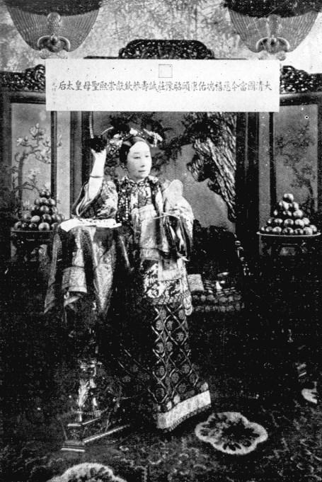 Sa Majesté Tseu-Hi en 1903.