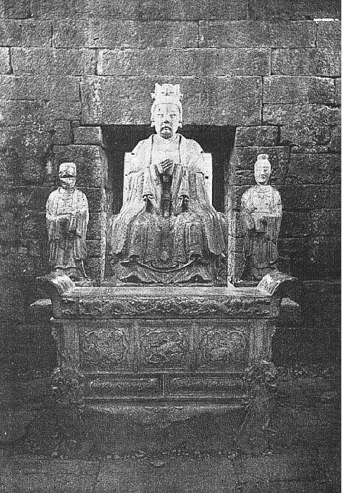 Statue de la Pi hia yuan kiun. Édouard Chavannes (1865-1918) : Le T'ai Chan. Essai de monographie d'un culte chinois
